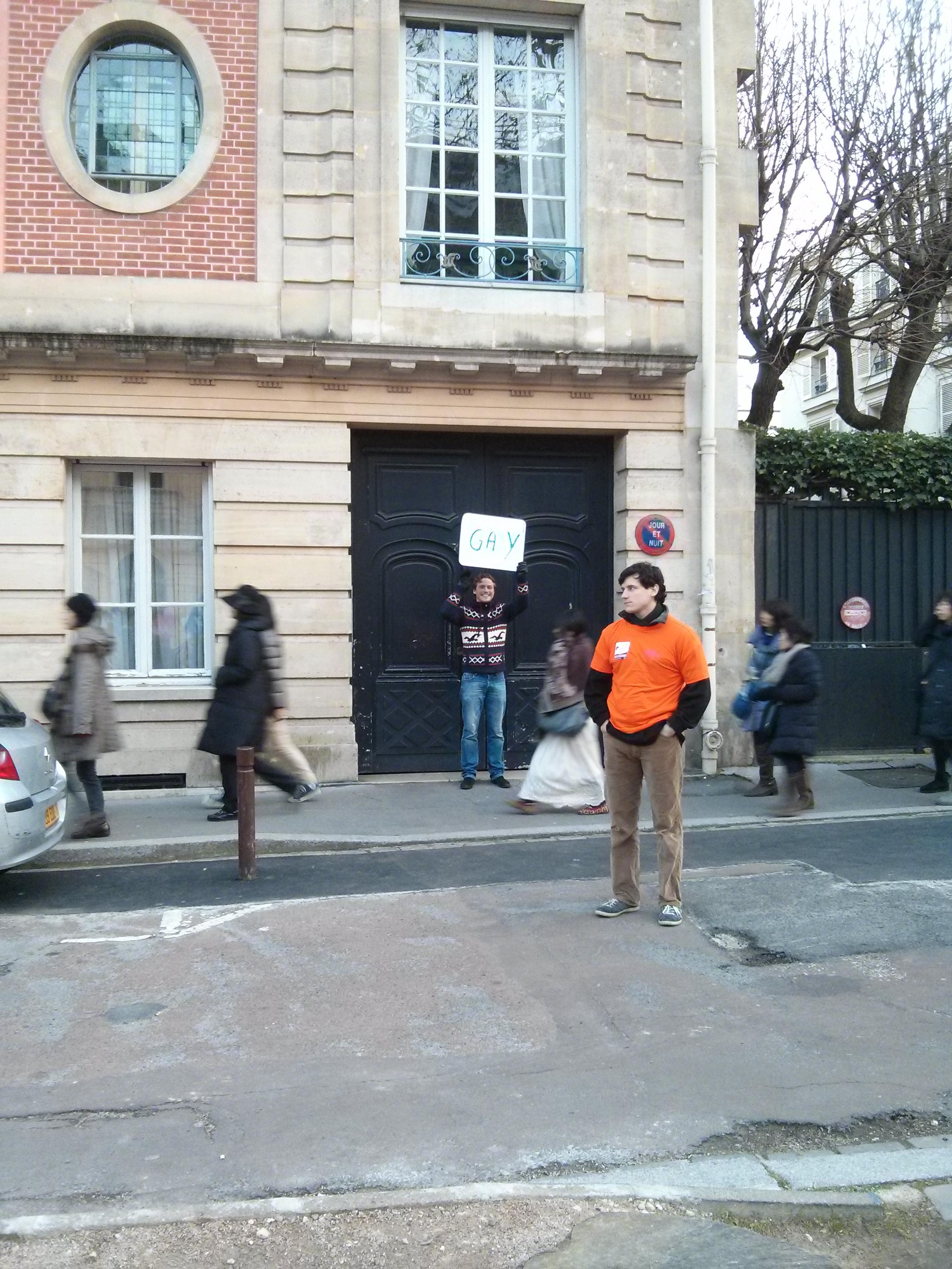 un contre-manifestant bien seul