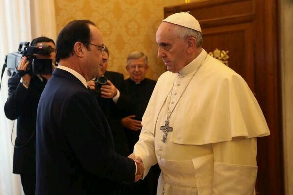 La rencontre entre le Pape François et François Hollande en photos