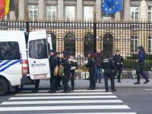 euthanasie-enfants-police-fleurs-2-MPI