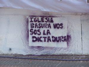 Argentine-iglesia_basura