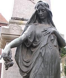 bucquoy-la-statue-en-bronze-MPI