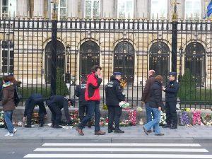 euthanasie-enfants-police-fleurs-MPI