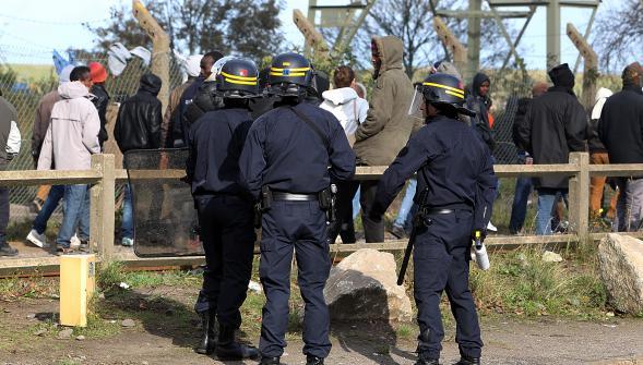 calais migrants policiers