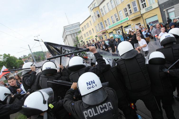 police-polonaise-vs-familles