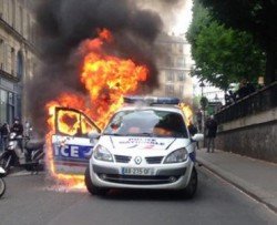 voiture-police-en-feu