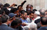 Le pape François, un soutien de poids pour le business humanitariste accusé de favoriser l'immigration clandestine