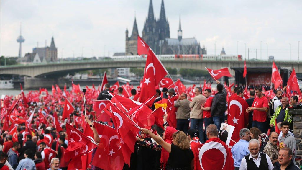 cologne-manif-pro-erdogan